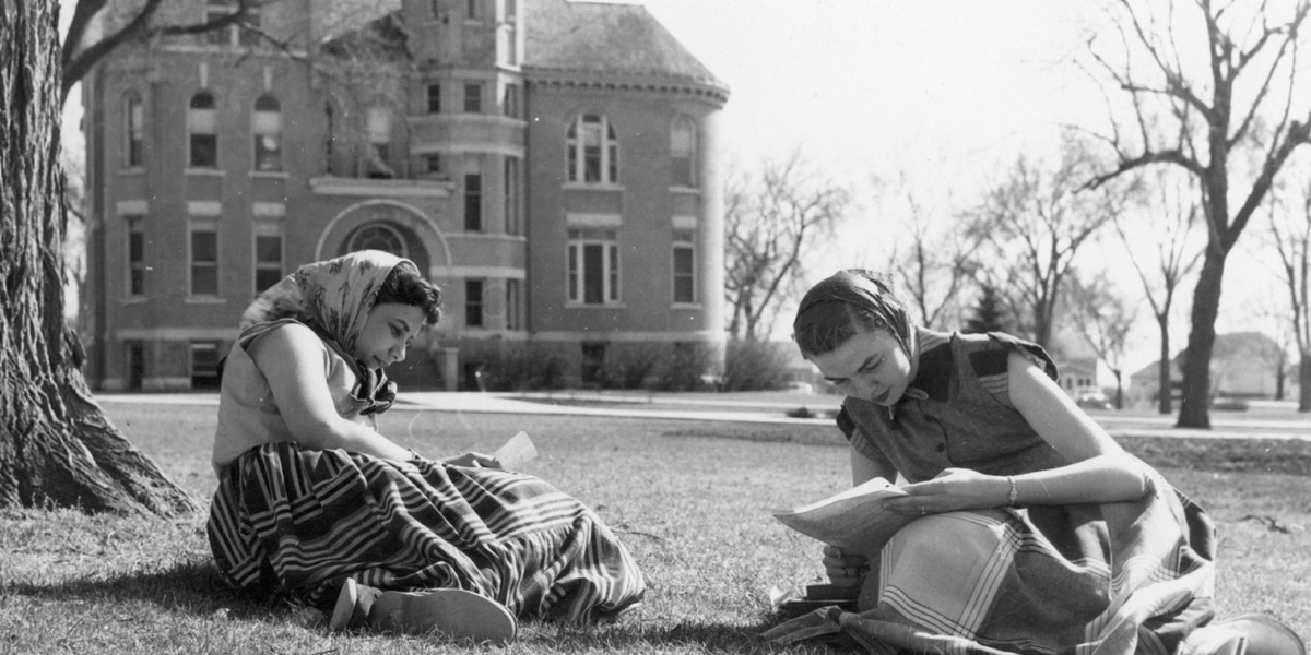 Students sitting on Northwestern's campus green in 1941.
