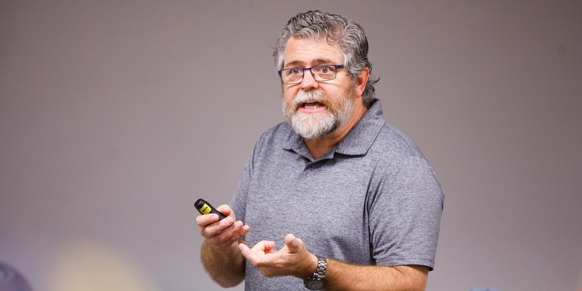 Psychology professor Laird Edman lectures in class.